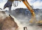 koparka-wyburzanie-budynku